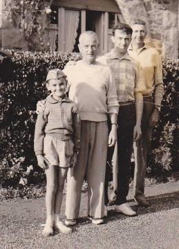 Moi, deux amis de la famille, et le plus grand, mon père
