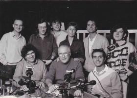 L'équipe de l'émission sur Europe 1 de Michel Lagueyrie ; en bas Michel Lagueyrie, Robert Willar, Jimmy Levy ; au-dessus Lipo, Jean-Jacques Péroni, Marc Prique, Anne Burah, Christian Mousset, Marie Lefebvre