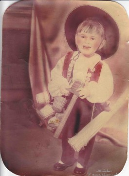 En costume de vannier, comme papa...