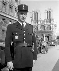 """""""Gardien de la paix"""", l'uniforme d'après guerre"""