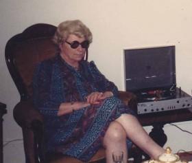 1986 Lisette grosse lunettes