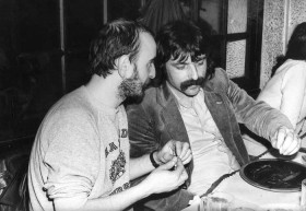 Lipo et Daniel Colling en pleine discussion au 3e Printemps de Bourges (1979, photo JL Bouchart)