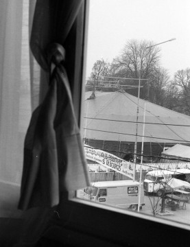 Le chapiteau vu de l'Hôtel d'Artagnan