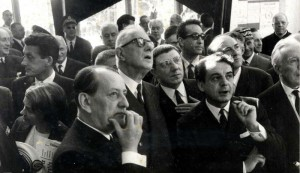 Visite officielle à la Maison de la Culture de Bourges, en 1965, André Malraux, Charles de Gaulle, Émile Biasini et Gabriel Monnet