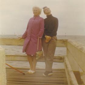 Ma maman et moi, jetée de Deauville, 1968