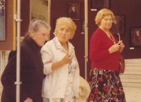 """Lucienne Amiel, Raymonde Richard, cousine de ma mère, et Louise de Lipowski, dit """"Lisette"""", ma maman"""