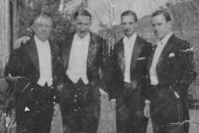 Le nabab, droite cadre, avec quelques copains de l'époque (1938)