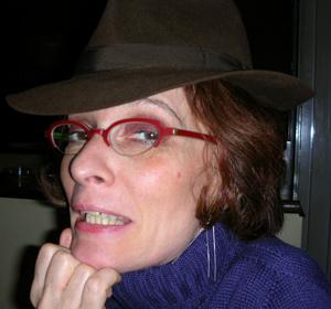 F 2005-Caro-chapeau